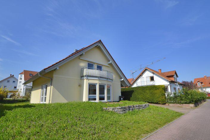 AP Immobilien GmbH - Ihr IVD Immobilienmakler aus Mainz - 55270 Essenheim - Einfamilienhaus - Immobilienvermietung